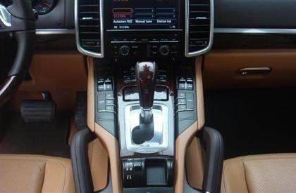 Bán xe Porsche Cayenne đời 2011, màu đen, nhập khẩu-8