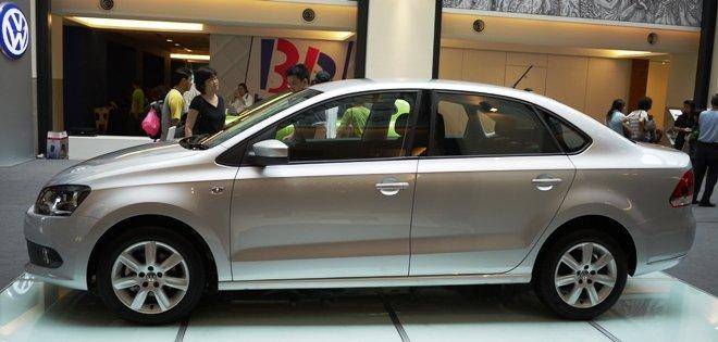 Bán Volkswagen Polo đời 2015, màu đỏ, nhập khẩu chính hãng-6