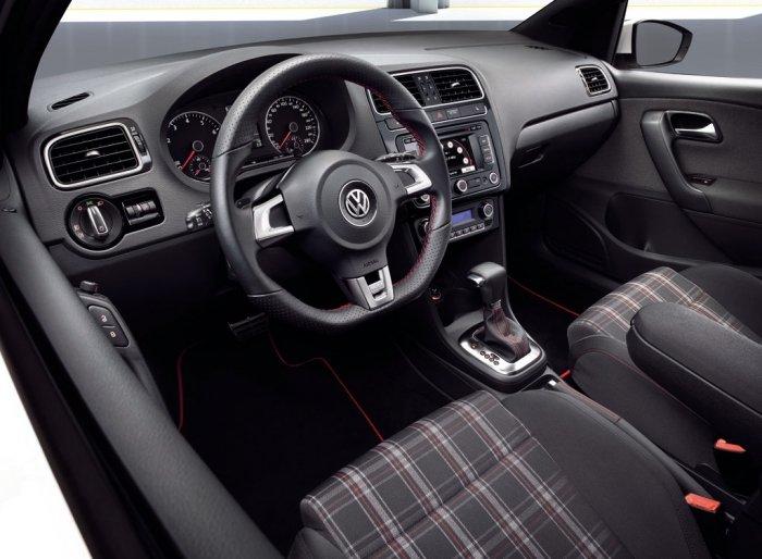 Bán Volkswagen Polo đời 2015, màu đỏ, nhập khẩu chính hãng-9