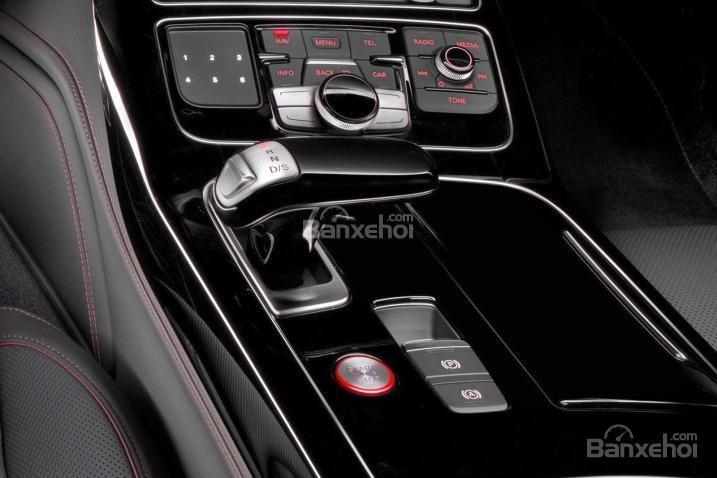Đánh giá xe Audi S8 2016: Cần gạt số khá gọn gàng
