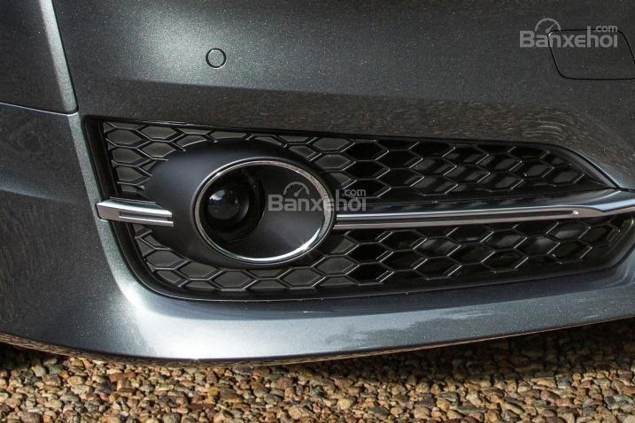 Đánh giá xe Audi S8 2016: Đèn sương mù thiết kế gần sát chắn bùn phía trước