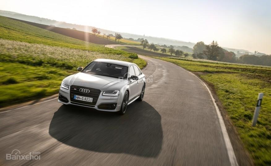 Đánh giá xe Audi S8 2016: Không gian cabin của xe yên tĩnh