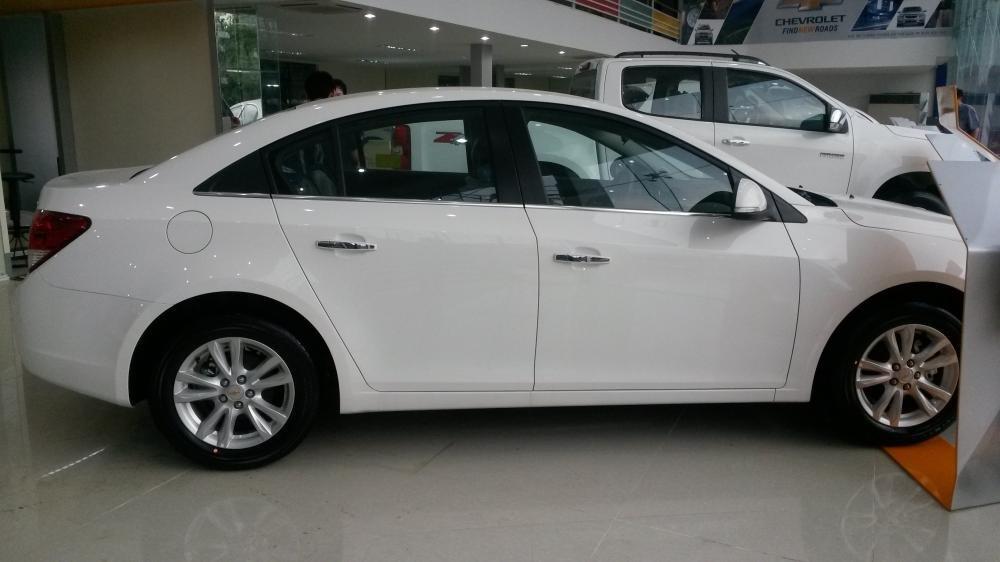 Bán xe Chevrolet Cruze 2015, màu trắng, giá 456tr-1