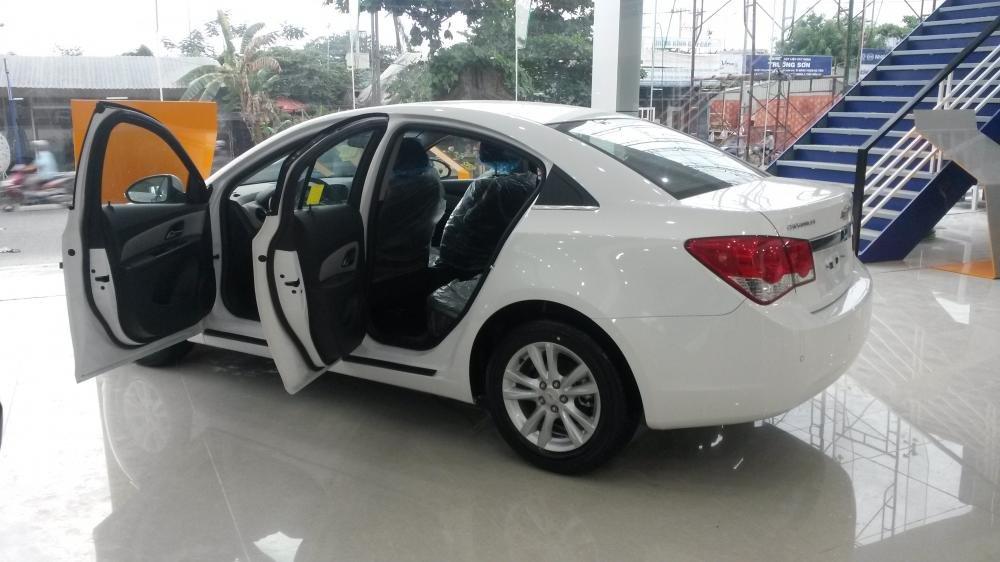 Bán xe Chevrolet Cruze 2015, màu trắng, giá 456tr-2