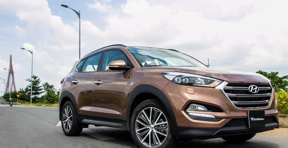 Hyundai Tucson 2016 sở hữu thiết kế thân xe mạnh mẽ.