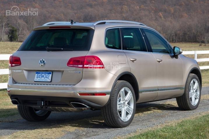 Đánh giá xe Volkswagen Touareg 2016: Thiết kế đuôi xe