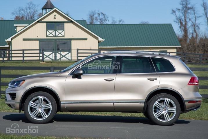 Đánh giá xe Volkswagen Touareg 2016: Thân xe được trang bị lazăng tiêu chuẩn 18 inch