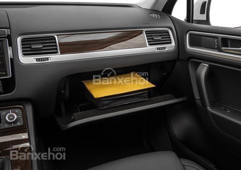 Đánh giá xe Volkswagen Touareg 2016: Thiết kế dưới bục phía trước xe