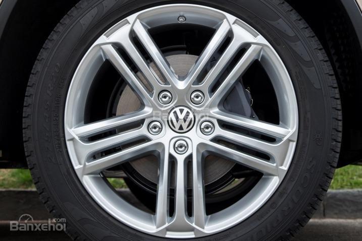 Đánh giá xe Volkswagen Touareg 2016: Mâm 18 inch là tiêu chuẩn