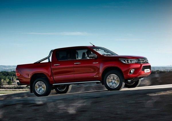 Đánh giá xe Toyota Hilux 2015: xe có khoảng sáng gầm xe lớn.