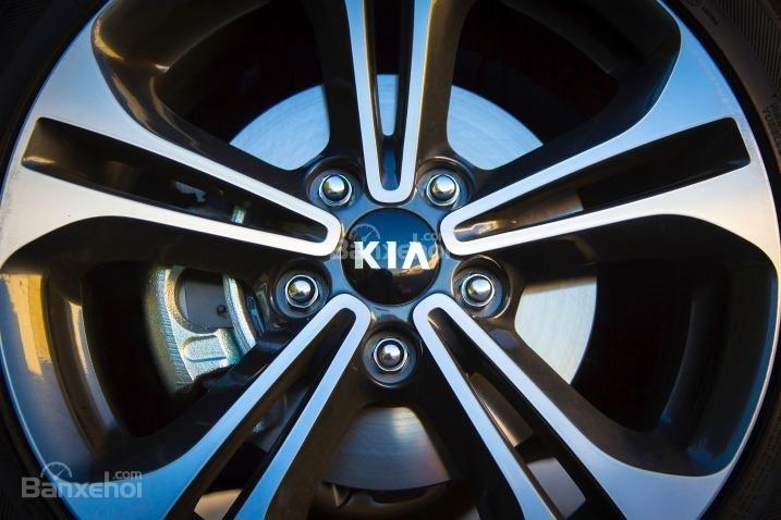Đánh giá xe Kia K3 2016 phần thân xe 4