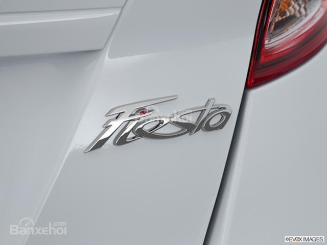 Đánh giá xe Ford Fiesta Hatchback 2015.