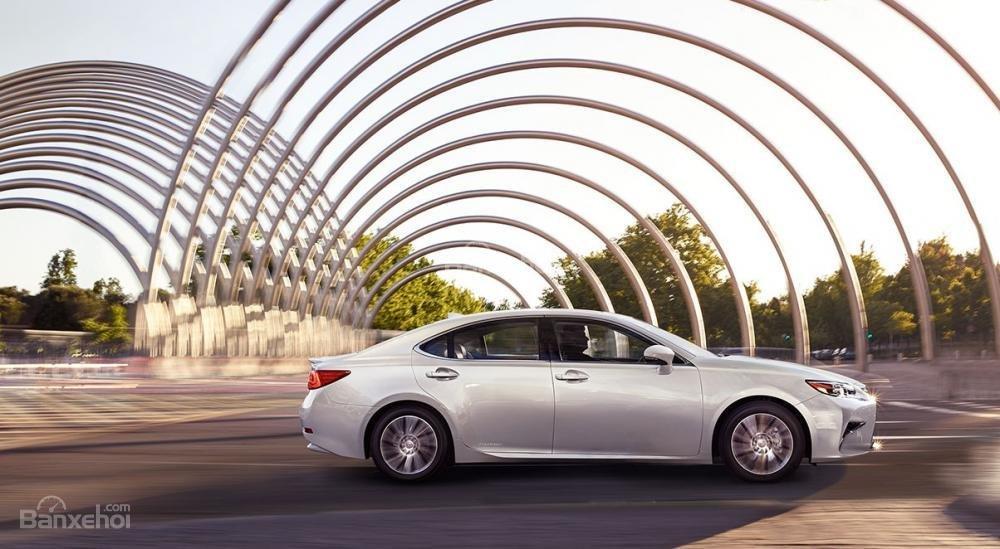 Đánh giá xe Lexus ES 350 2016: Thiết kế thanh lịch, nội thất sang trọng,