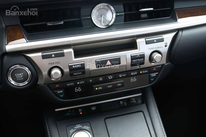 Đánh giá xe Lexus ES 350 2016: Màn hình cảm ứng phía trên