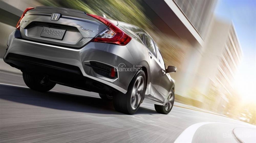 Honda Civic phần đuôi xe 4.