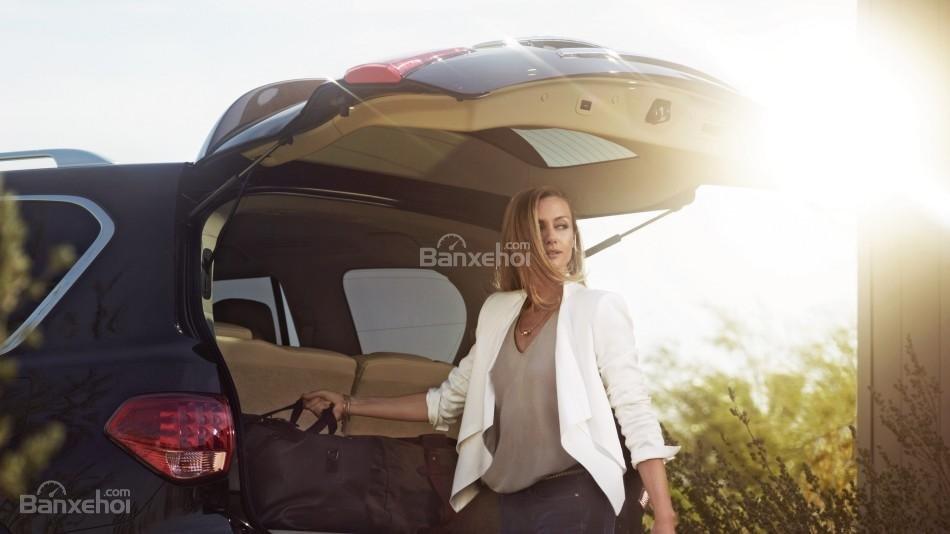 Đánh giá xe Infiniti QX80 2016: Diện tích khoang hành lý