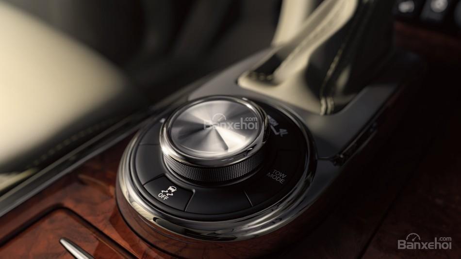 Đánh giá xe Infiniti QX80 2016: Các chi tiết gỗ