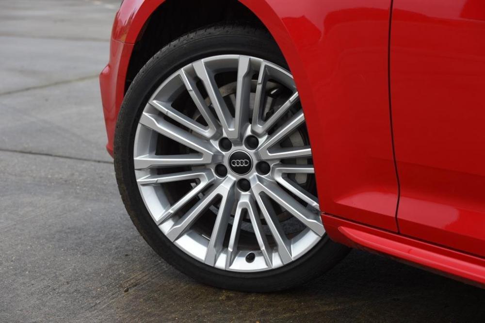Đầu xe Audi A4 Avant 3