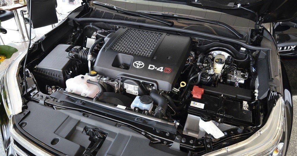 Ford Ranger Wildtrak sử dụng động cơ 3.2L cùng hộp số 6 cấp còn Toyota Hilux 2016 sử dụng động cơ 3.0L cùng hộp số tự động 5 cấp.