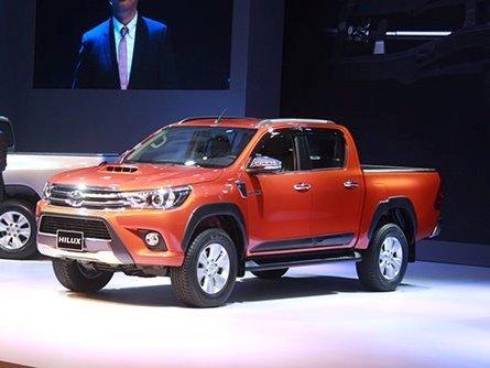 So sánh xe Ford Ranger 2016 và Toyota Hilux 2016.