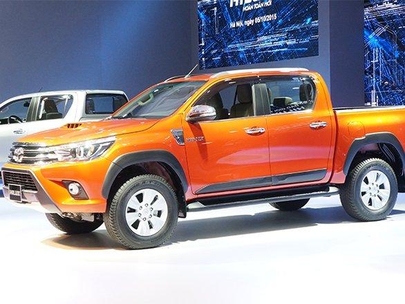 Thân xe Toyota Hilux 2016.