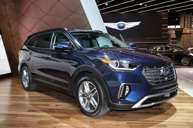 Hyundai Santa Fe 2017 sở hữu những nâng cấp nhẹ nhàng về thiết kế.