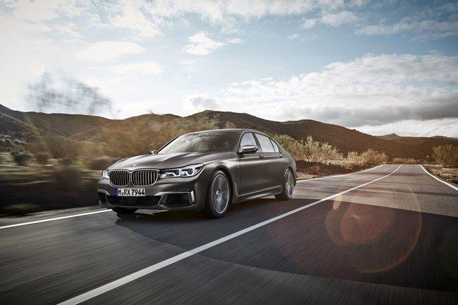 BMW M760Li được trang bị động cơ V12 6.6L, tăng áp kép.