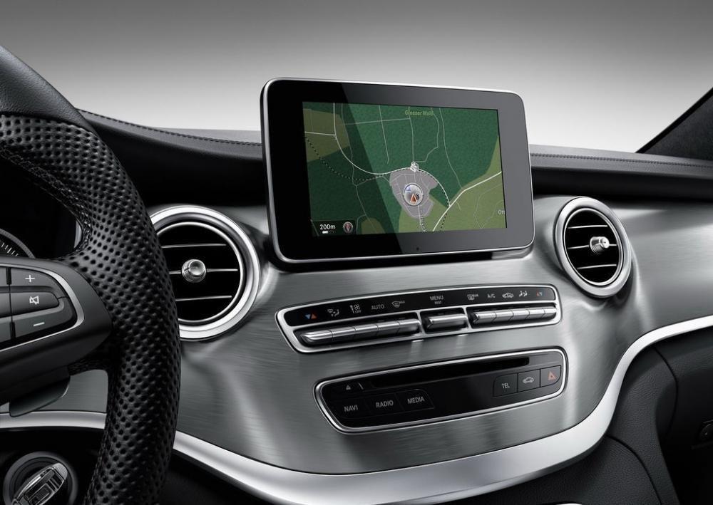 Mercedes-Benz V-Class Exclusive sở hữu bảng điều khiển trung tâm lớn tích hợp chức năng làm mát.
