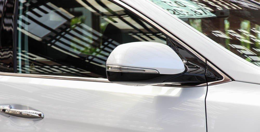 Gương chiếu hậu của Hyundai Santa Fe 2014.