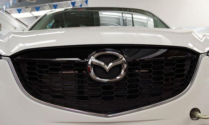 Mazda CX-5 2014 có lưới tản nhiệt hình mũi hổ.