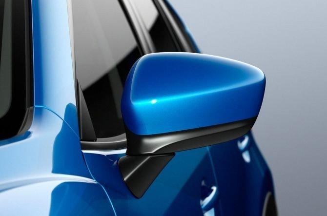Gương chiếu hậu của Mazda CX-5 2015 chỉnh và gập điện.