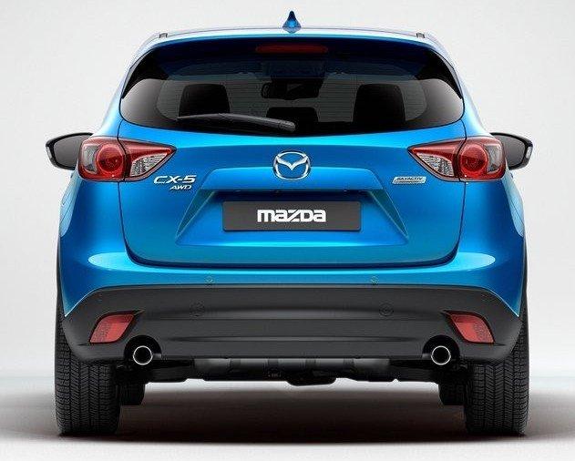 Đuôi xe Mazda CX-5 2014 được thiết kế hài hòa với tổng thể đầu xe và thân xe.