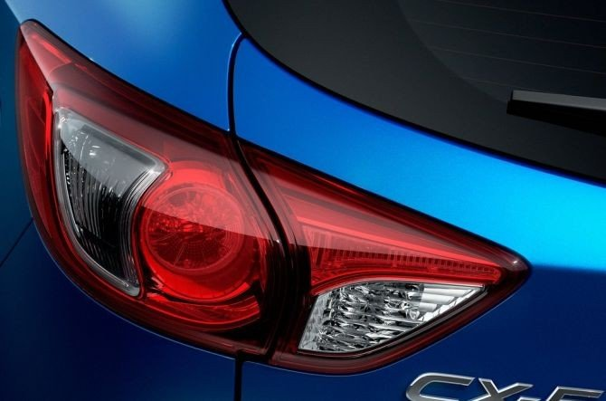 Cụm đèn hậu của Mazda CX-5 2014.