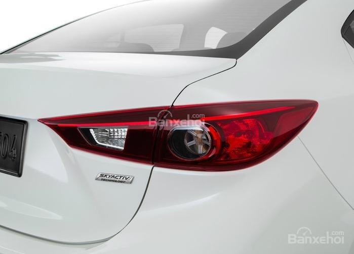 Đánh giá xe Mazda 3 2016 phần đuôi xe 3
