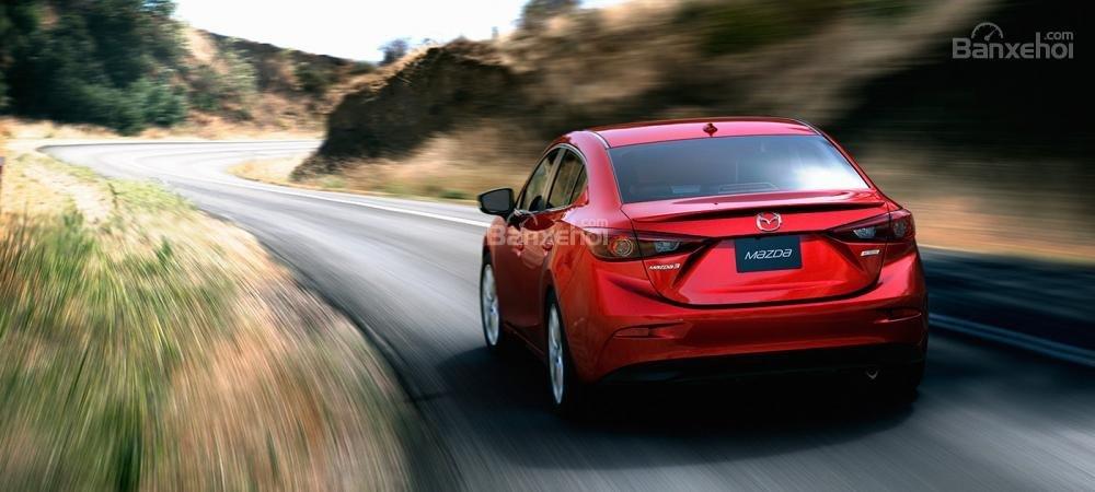 Đánh giá xe Mazda 3 2016 phần đuôi xe 1