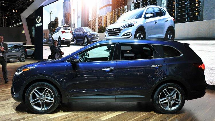 Hyundai Santa Fe 2017 có 2 tùy chọn động cơ cho tùy phiên bản.