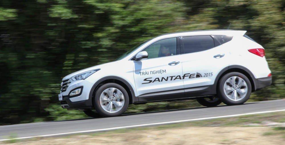 Hyundai Santa Fe 2015 hợp với những người thích động cơ mạnh mẽ, nội thất hấp dẫn, không gian nội thất rộng rãi.