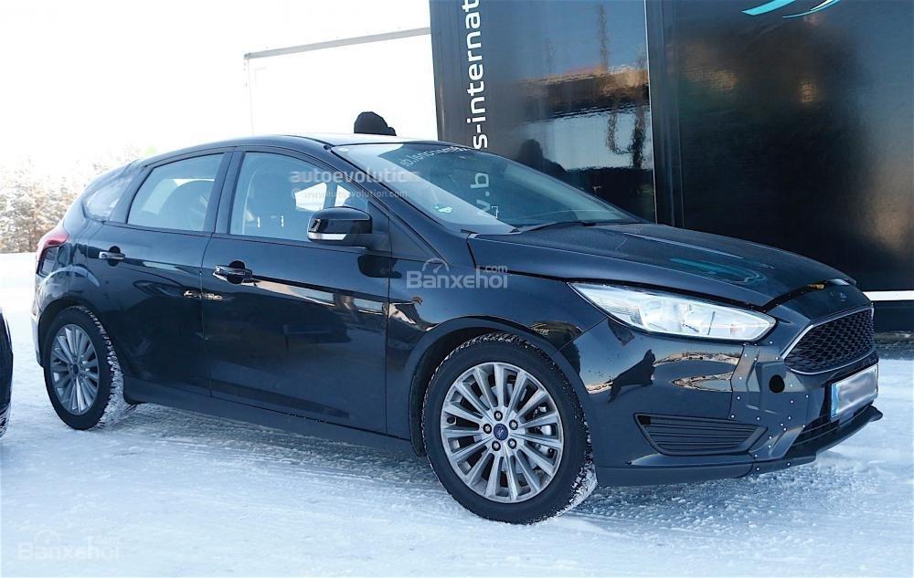 Ford Focus 2017 lần đầu lộ ảnh chạy thử trần trụi 3