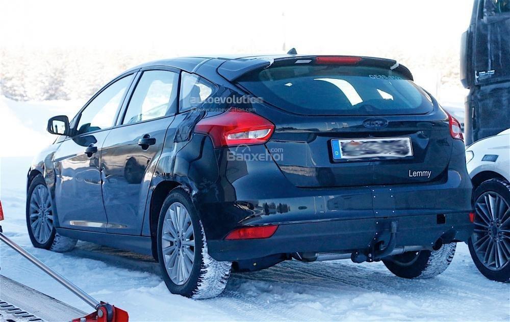 Ford Focus 2017 lần đầu lộ ảnh chạy thử trần trụi 6