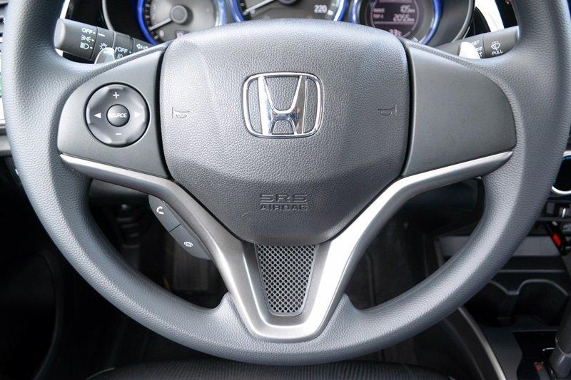 Đánh giá Honda City 2016 về trang bị vô-lăng.
