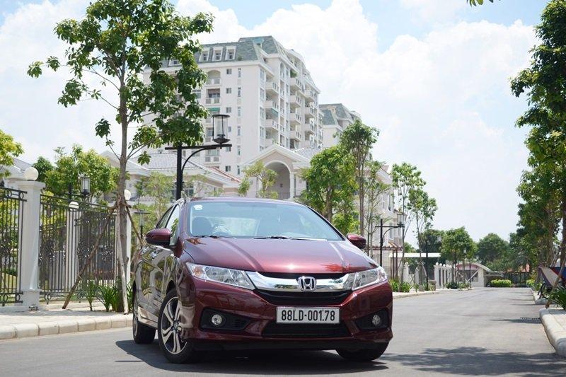 So sánh xe Hyundai Accent 2015 và Honda City 2016 về phần đầu xe a.