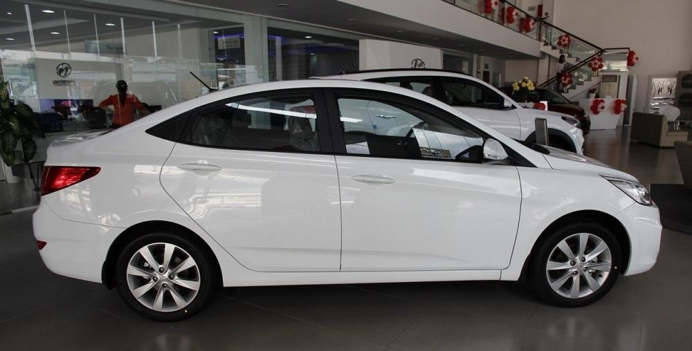 So sánh xe Hyundai Accent 2015 và Honda City 2016 về phần thân xe.
