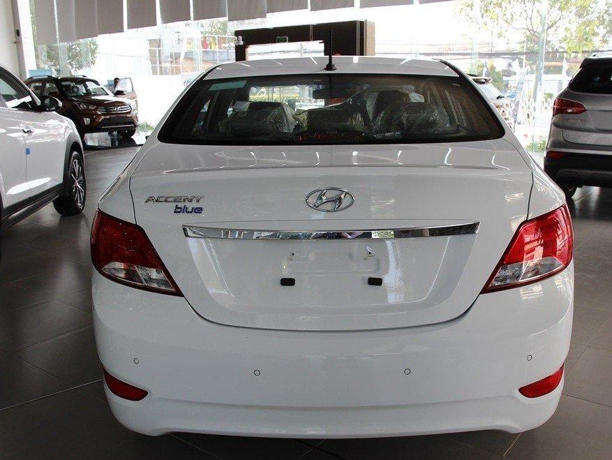 Đuôi xe Hyundai Accent 2015.