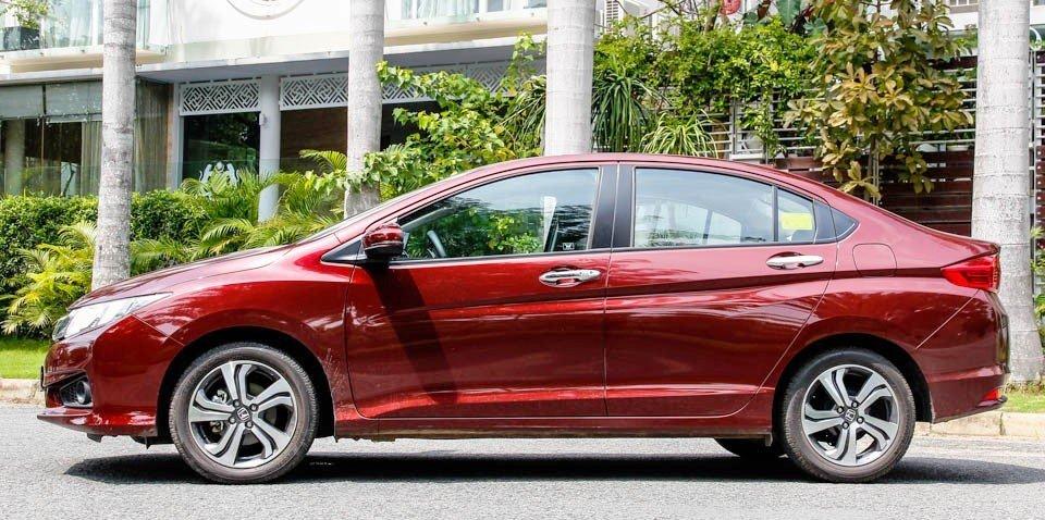 So sánh xe Hyundai Accent 2015 và Honda City 2016 về phần thân xe a.