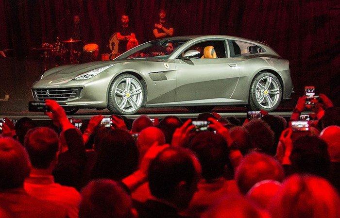 Ferrari GTC4Lusso ra mắt thế giới trong sự chào đón của 1000 khách VIP.