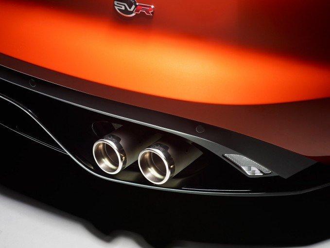 Jaguar F-Type SVR 2017 được trang bị cụm ống xả làm bằng titan.