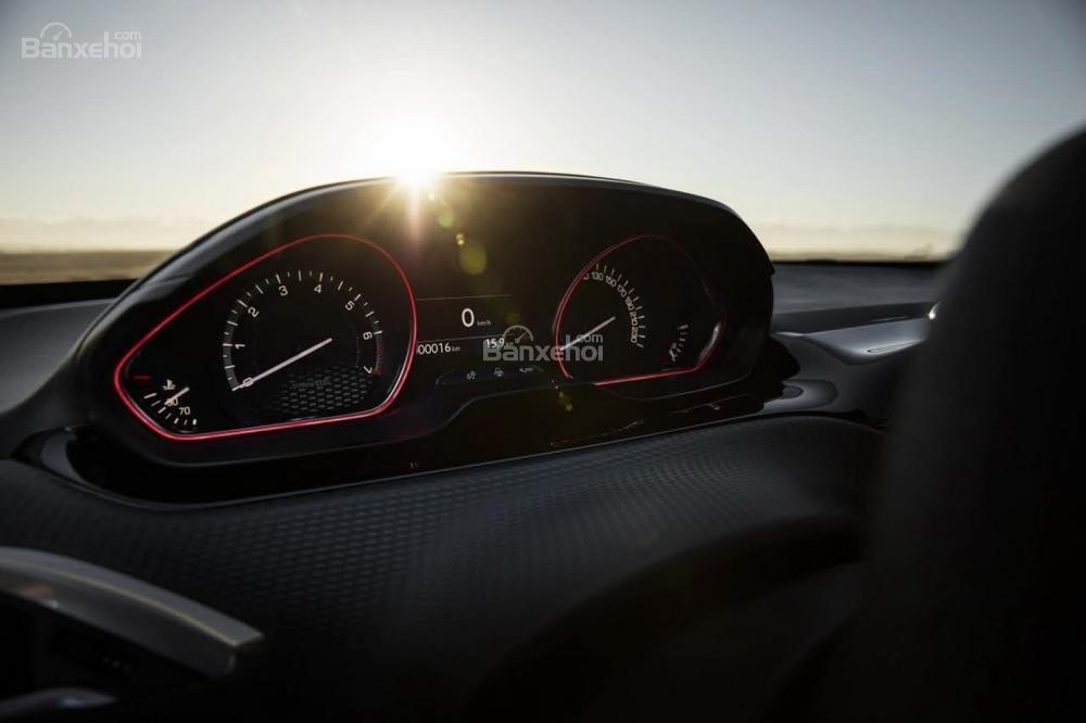 Sau ba năm trình làng chính thức, Peugeot 2008 2016 đã nhận được sự thay đổi tinh tế về vẻ ngoài 3