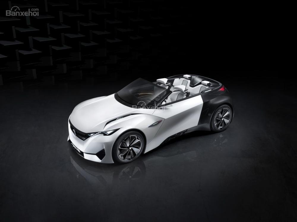 Gian trưng bày của Peugeot còn trưng bày mẫu concept Peugeot Fractal