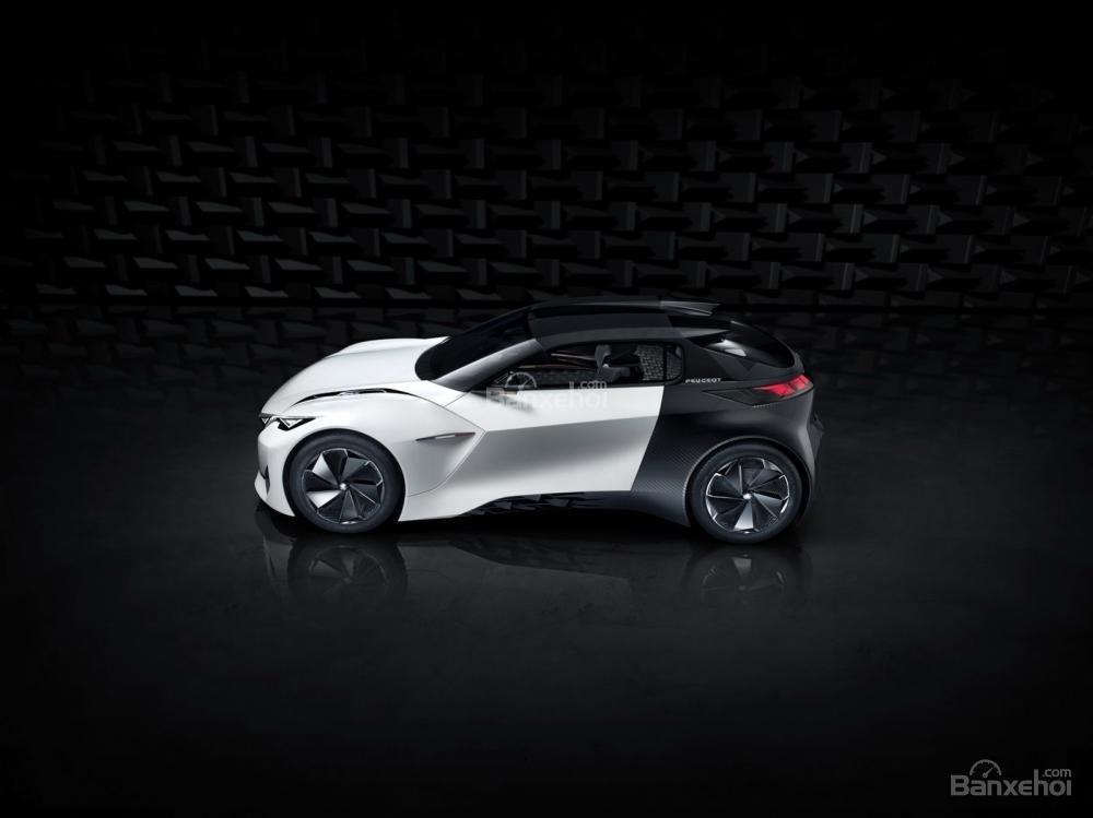 Gian trưng bày của Peugeot còn trưng bày mẫu concept Peugeot Fractal 1