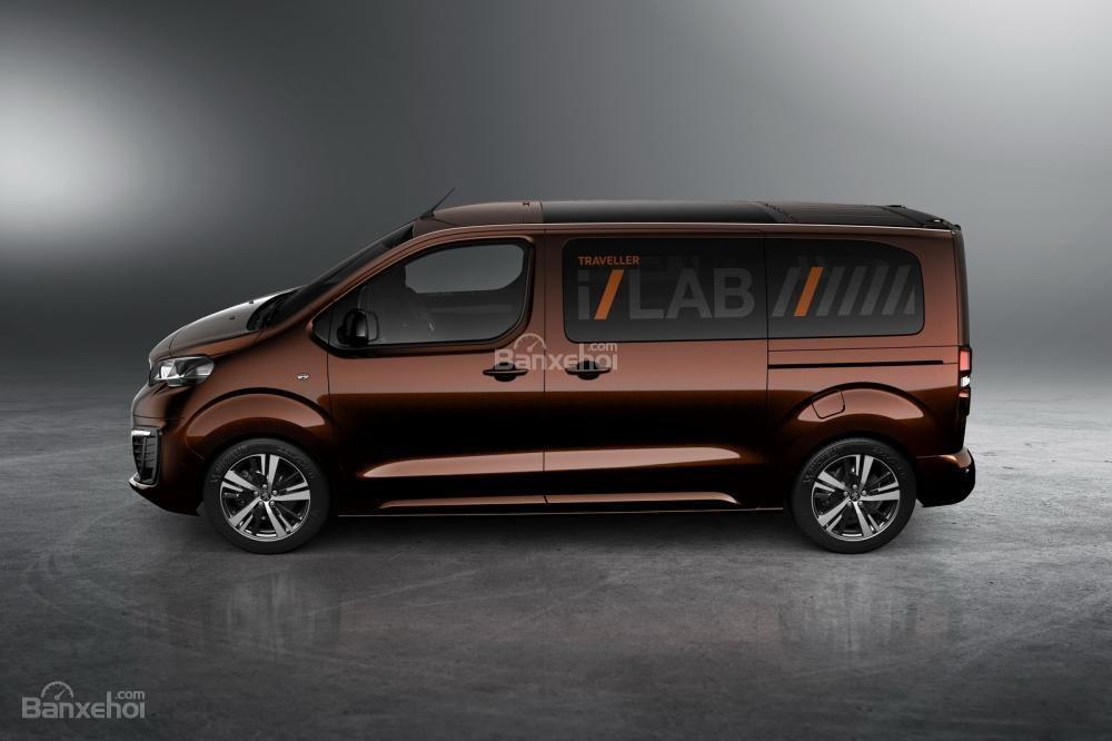 Peugeot Traveller i-Lab có 4 ghế đơn ở phía sau mà được bố trí đối diện nhau